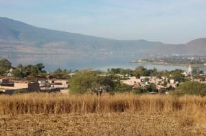 Cajititlan meer, overzicht vanaf het dorpje Cajititlan